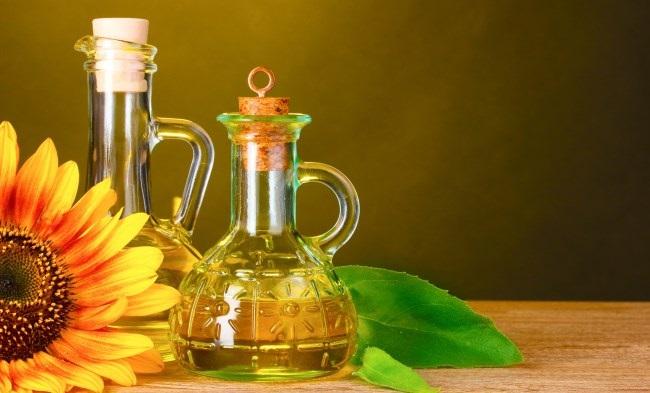 Как быстро смыть краску с волос до натурального цвета профессиональными средствами, кефиром, майонезом, содой, хозяйственным мылом