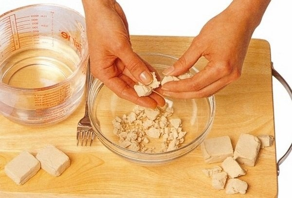 Маски от выпадения волос в домашних условиях. Рецепты с горчицей, репейным маслом, луком, красным перцем, витаминами, касторовым маслом, медом