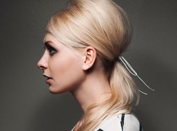 Прически на средние волосы своими руками. Пошаговая инструкция простых причесок за 5 минут в домашних условиях