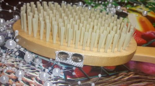 Массажная щетка для тела. Обзоры лучших щеток от целлюлита со съемной ручкой, двухсторонние. Как пользоваться в домашних условиях
