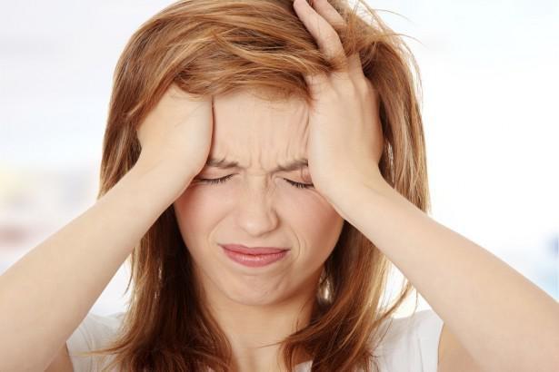 Почему выпадают волосы на голове у женщин - причины, что делать, как лечить. Народные рецепты от выпадения волос, маски