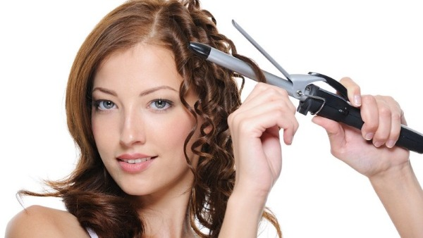 Модная укладка волос на средние волосы с челкой, прямые локоны и красивые кудри. Пошаговая инструкция с фото