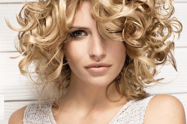 Как красиво уложить волосы средней длины в домашних условиях