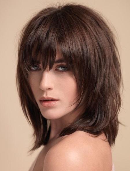 Каскад стрижка на средние волосы с челкой и без. Кому подходит, как стричь, фото вариантов
