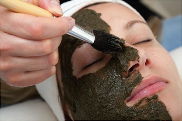 Масло шиповника для лица от морщин и пигментных пятен. Польза и правила использования