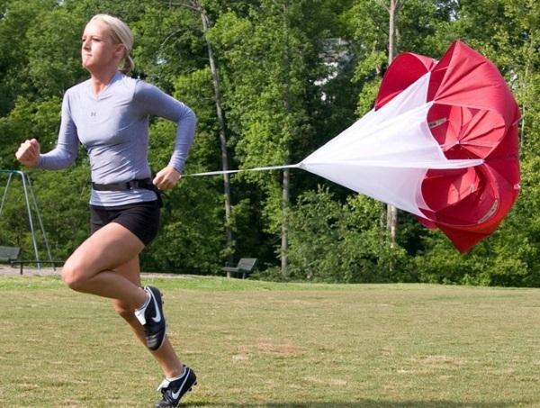 Как повысить физическую выносливость, силу, скорость в беге, плавании, борьбе, силовую, мышц и развить дыхалку: средства и методы тренировки организма