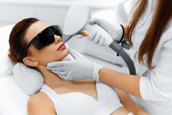Лазерная эпиляция. Что лучше: диодный или александритовый лазер для лица, тела, зоны бикини. Противопоказания и последствия, результаты, фото