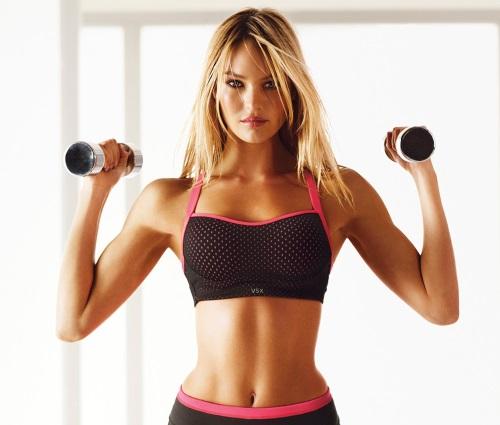 Упражнения для похудения рук и плеч для женщин с гантелями и без, с фото и видео