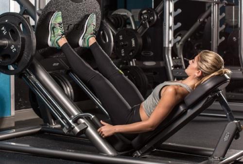Упражнения на ягодицы для девушек дома и в тренажерном зале: базовые, с гантелями, изолирующие на ноги