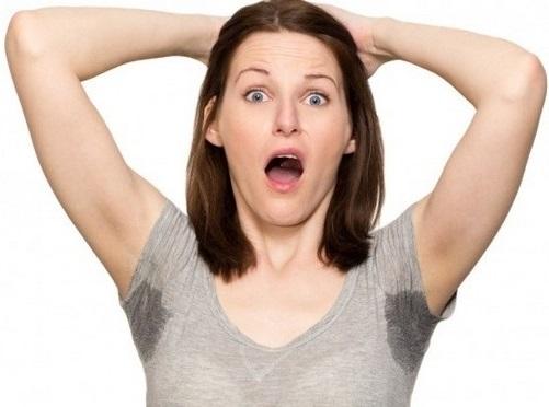 Упражнения с гантелями на грудные мышцы и спину для женщин, стоя, без скамьи