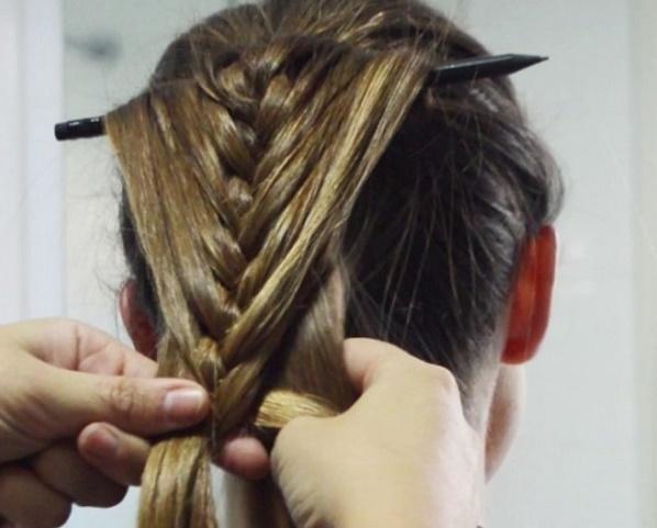 Как заплести косу с лентой, канекалоном, карандашом, распущенными волосами, водопад, рыбий хвост, вокруг головы. Фото, пошаговые инструкции для начинающих