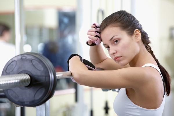 Программа тренировок на каждый день для девушек дома и в тренажерном зале. Комплекс упражнений для похудения и набора массы