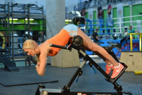 Программа упражнений в тренажерном зале для девушек для похудения и накачки мышц