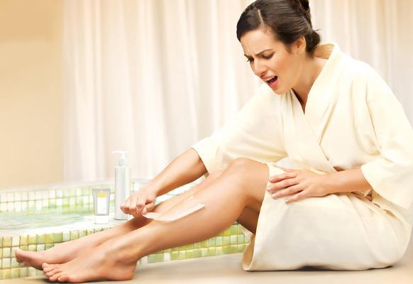 Восковая депиляция в домашних условиях: зоны бикини, ног, лица, правила проведения, восковые полоски, шарики, гранулы, аппараты, кремы, как пользоваться