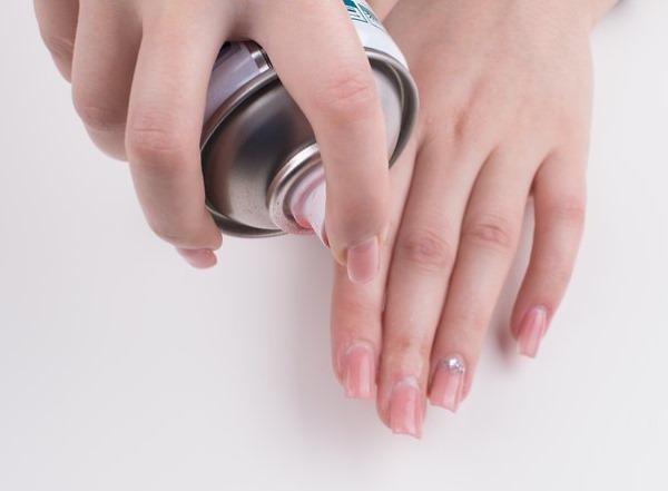 Как быстро высушить гель лак на ногтях без фена, утюжка, лампы в домашних условиях