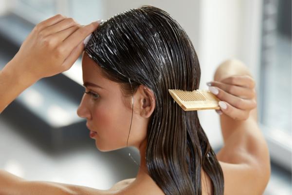 Маски с репейным маслом для волос. Рецепты, правила применения против выпадения и для роста