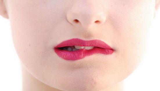 Причины, почему сохнут губы у женщин, мужчин. Как лечить при простуде, ОРВИ, климаксе, диабете, онкологии, при беременности