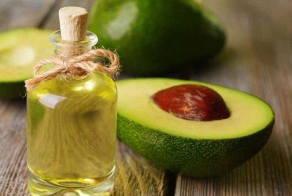 Лучшие масла для волос: кокосовое, репейное, аргановое, льняное, оливоковое, облепиховое, миндальное, жожоба. Профессиональные маски, средства из аптеки