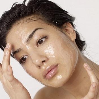 Оливковое масло для лица от морщин. Кому подходит, польза и вред, особенности применения. Рецепты масок, компрессов, кремов, лосьонов, скрабов