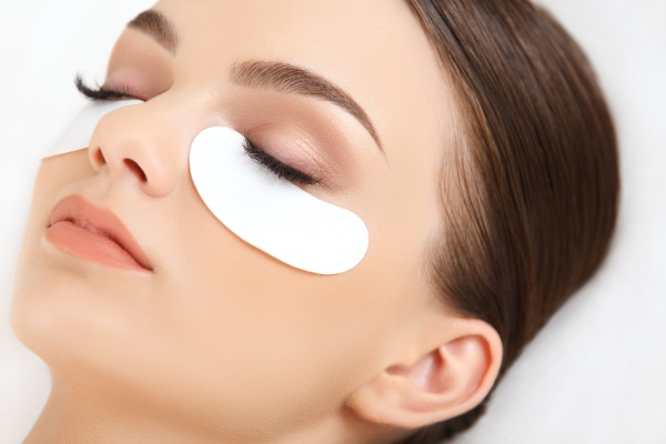 Гепариновая мазь для лица в косметологии. Свойства и применение от морщин, синяков, мешков, отеков под глазами