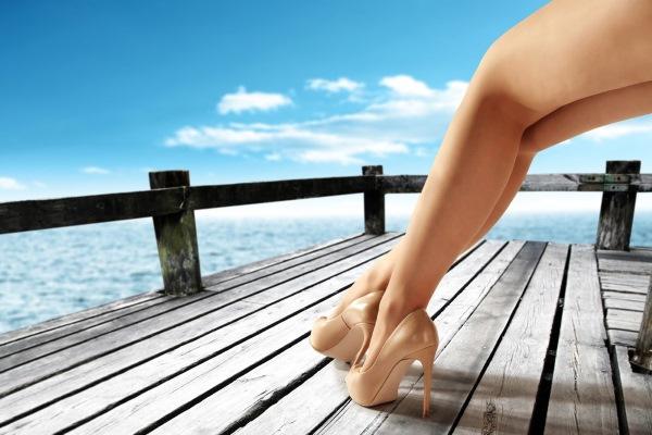 Восковая депиляция или шугаринг? Что лучше в зоне глубокого бикини, ног, подмышек
