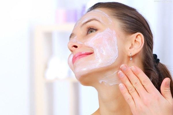 Маски для увлажнения кожи лица, подтягивающие. Рецепты составов в домашних условиях и профессиональные средства