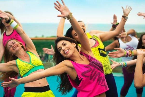 Зумба фитнес. Уроки танцев для похудения, программа аэробики: Стронг, Аква, Степ. Видео