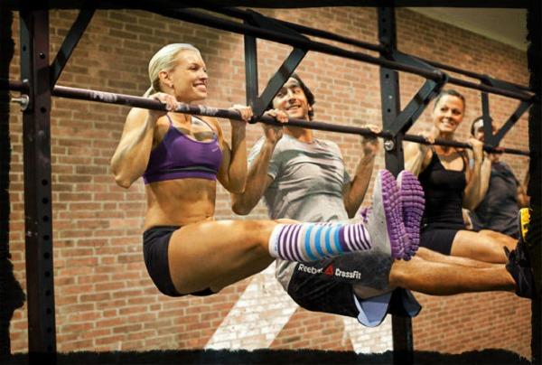 Программа тренировок на турнике и брусьях для девушек на силу, рельеф, набор мышечной массы