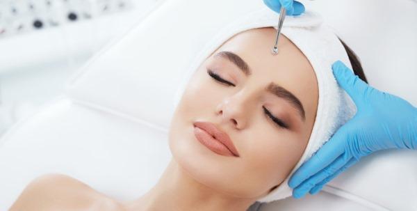 Ручная чистка лица у косметолога. Что это, виды, как делают, плюсы и минусы, цены