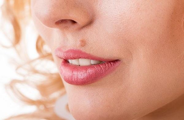 Как избавиться от родинок на лице у косметолога, способы в домашних условиях