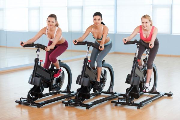 Тренировки на велотренажере для похудения. Система для сжигания жира для начинающих женщин и мужчин