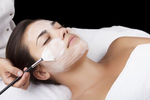 Косметологическая чистка лица от прыщей, угрей, механическая, ультразвукая в салоне. Фото до и после, цены