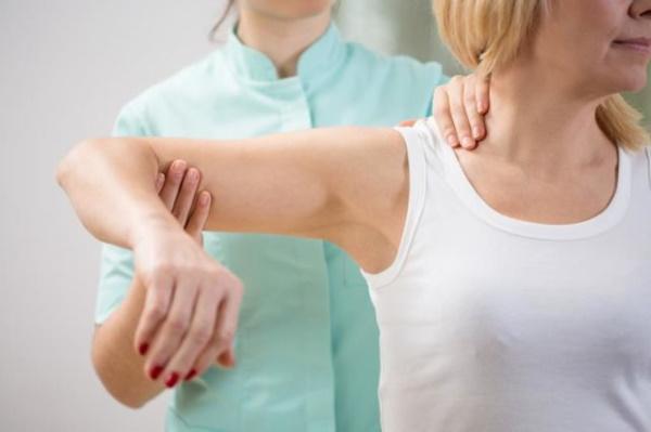 Упражнение на плечи для девушек в тренажерном зале. Видео-уроки, фото