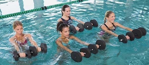 Аквааэробика: упражнения в бассейне для похудения, от целлюлита