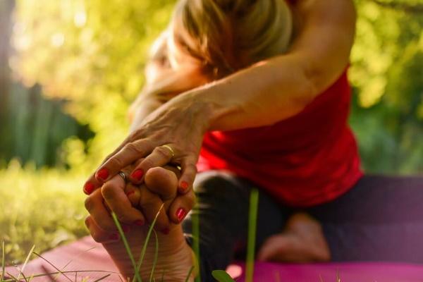 5 жемчужин - упражнений тибетской гимнастики, йога пяти тибетцев для женщин. Видео, отзывы врачей