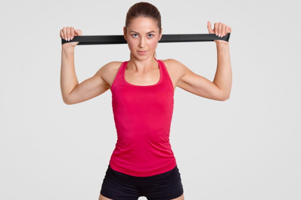 Упражнения для рук с резинкой для женщин в домашних условиях для похудения. Видео