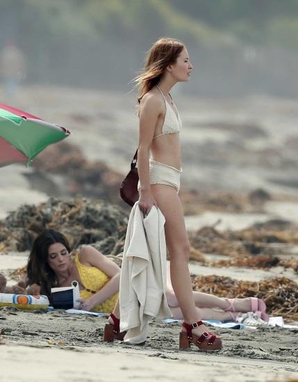 Эмили Браунинг. Фото горячие в купальнике, рост, вес, фигура, пластика, изменения по годам