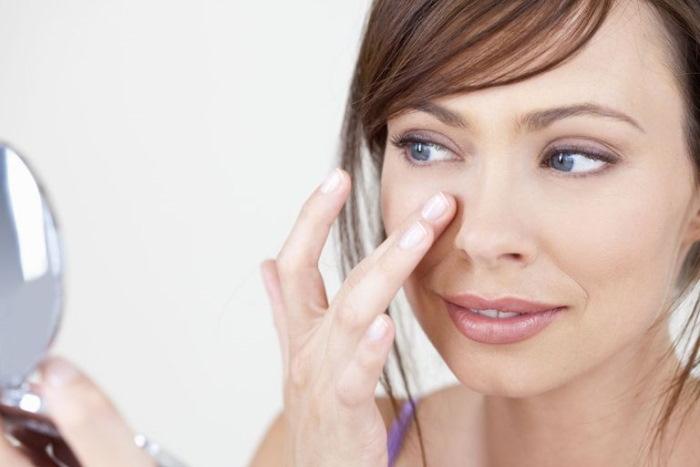 Морщинки под глазами можно убрать эффективными методами в домашних условиях