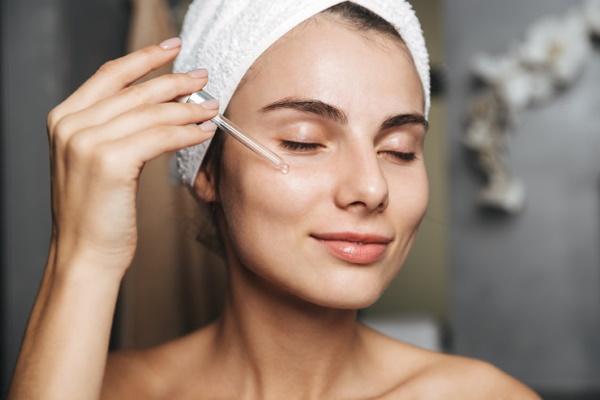 Уходовые процедуры для лица в салоне у косметолога, дома перед свадьбой, после пилинга, моря, чистки