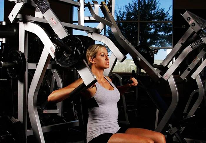 Как прокачать низ грудных мышц гантелями, отжиманиями от пола, штангой