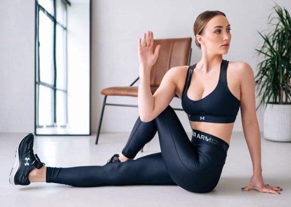 Упражнения для растяжки спины и позвоночника для начинающих